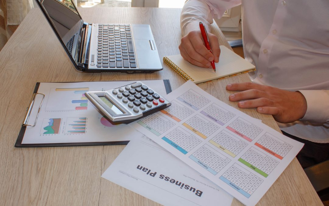 4 Things to Look for in a Business Financial Consultant